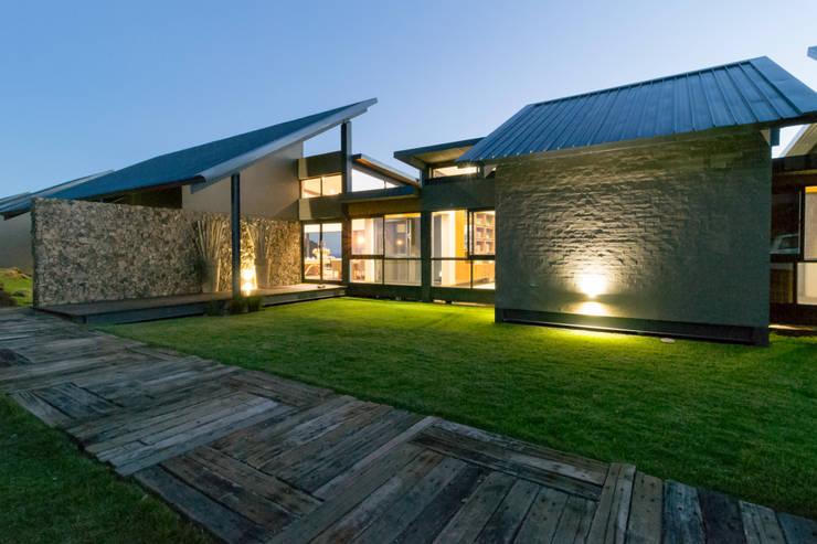 Entrance area:  Houses by Hugo Hamity Architects