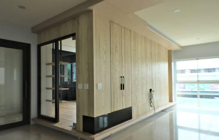 氧光-沐屋:  客廳 by 喬克諾空間設計