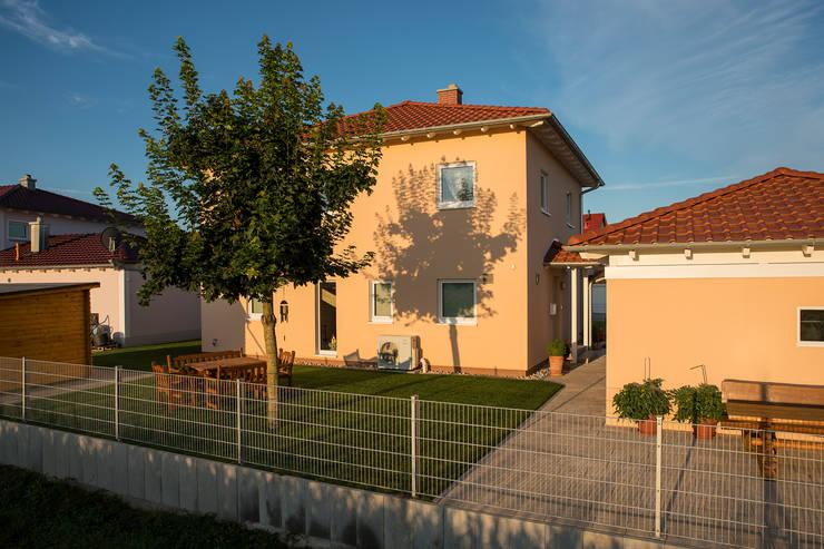 Stadtvilla MEDLEY 310 B - Wie eine große Familie:  Fertighaus von FingerHaus GmbH - Bauunternehmen in Frankenberg (Eder)