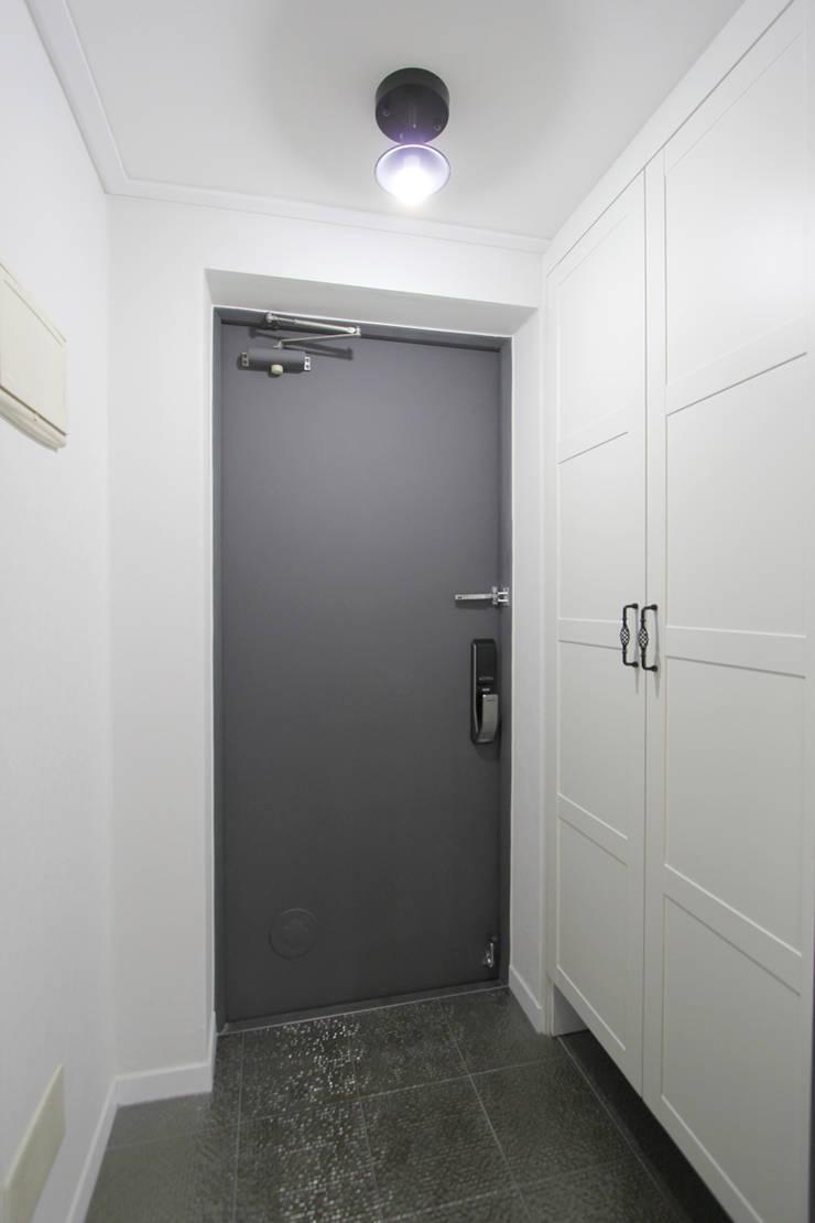 Corridor & hallway by 한 인테리어 디자인