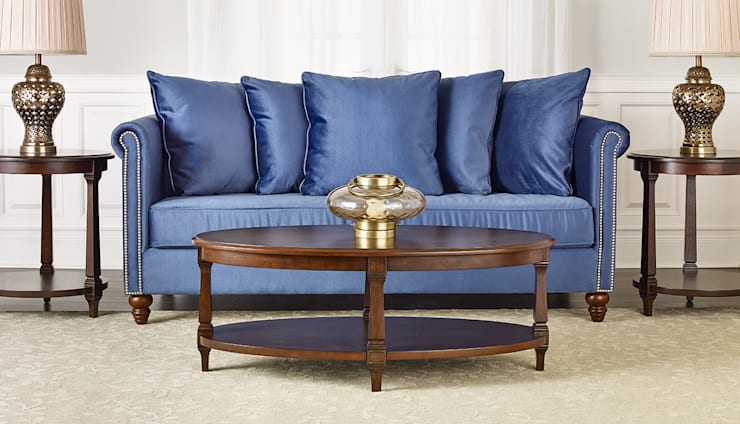 Salisbury Sofa:  Living room by Bombay Canada