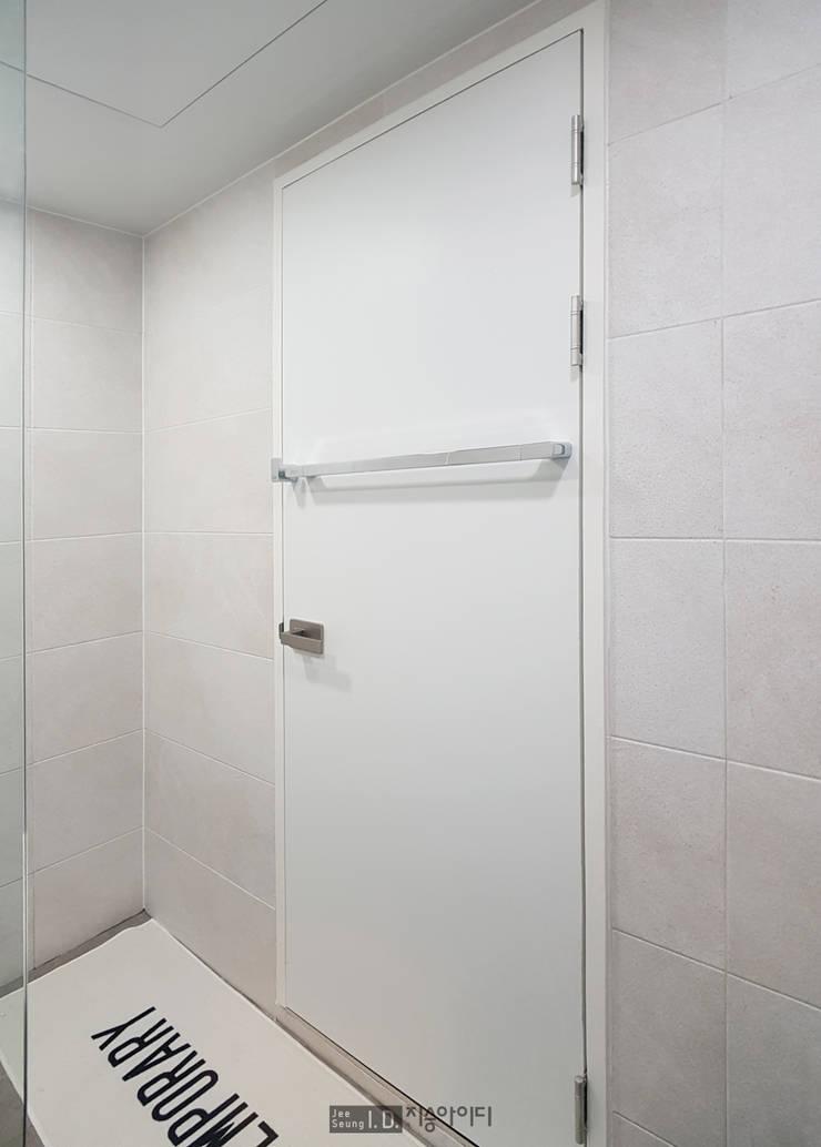 미니멀, 트렌디하게 향촌현대 4차아파트 32평: 지승아이디의  욕실