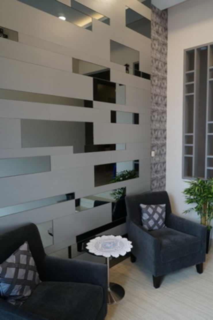 Guest Room:  Corridor, hallway & stairs by Cendana Living