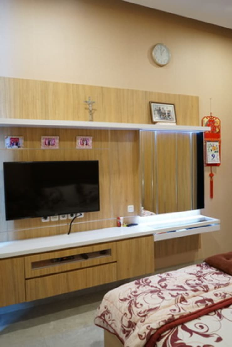 Parents Room:  Bedroom by Cendana Living