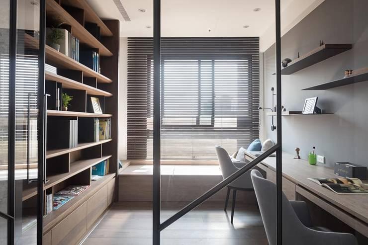 鄧醫師的時光慢速宅:  書房/辦公室 by Fertility Design 豐聚空間設計
