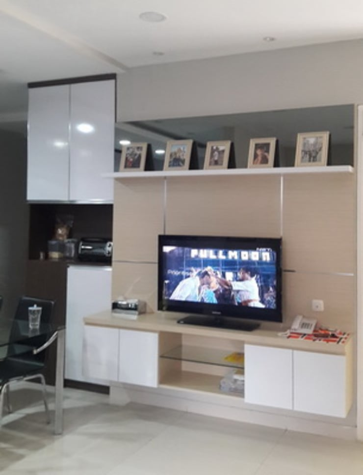 cabinet TV first floor:  Living room by Cendana Living
