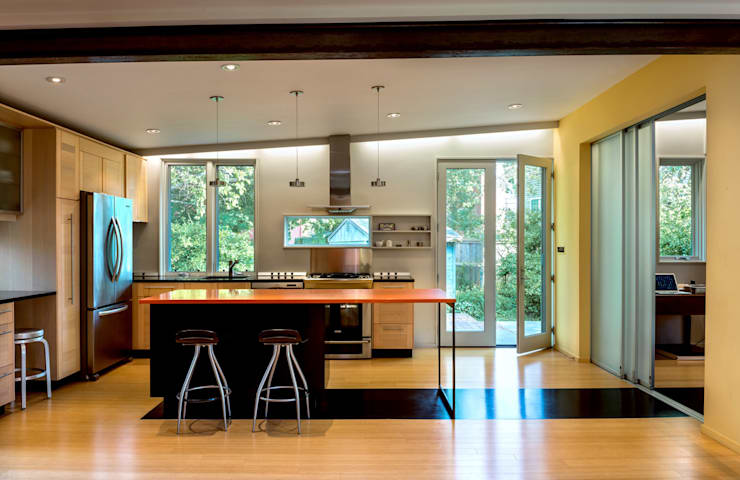 Foto Box House:  Kitchen by KUBE Architecture
