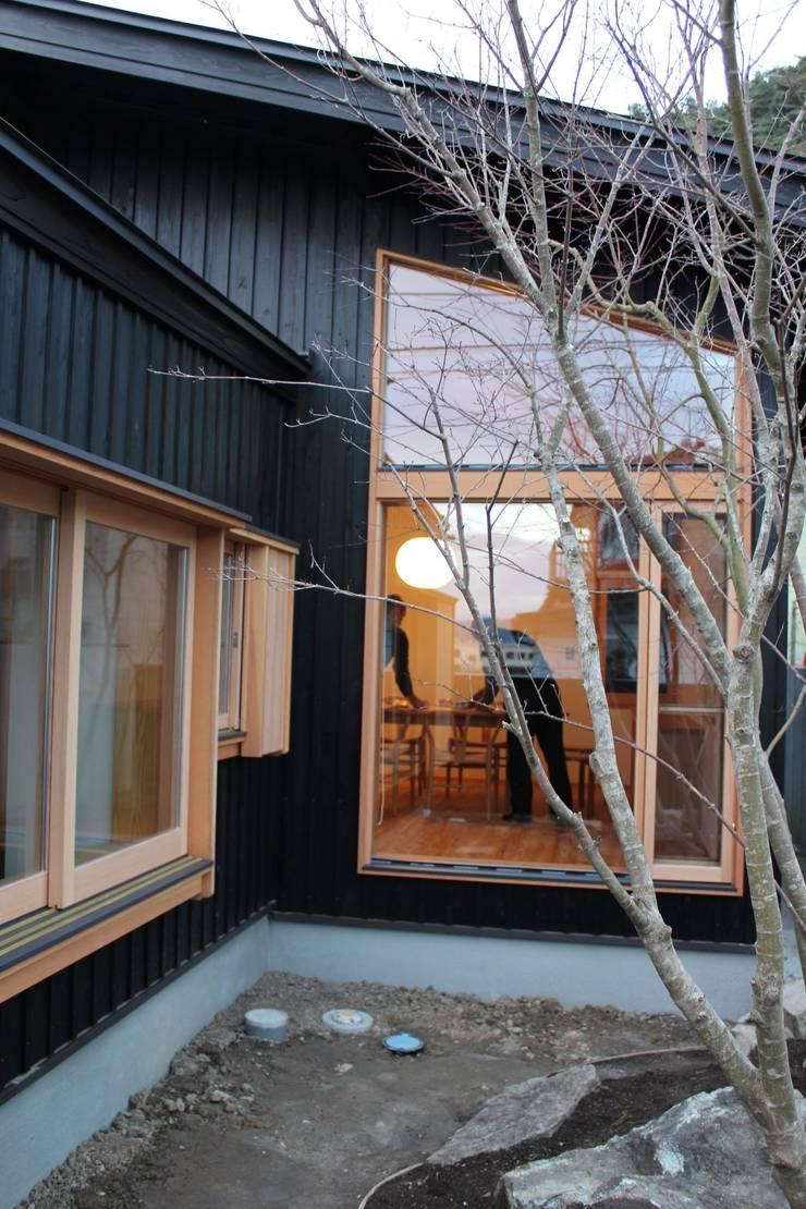 Rumah kayu oleh 北村建築設計事務所, Modern