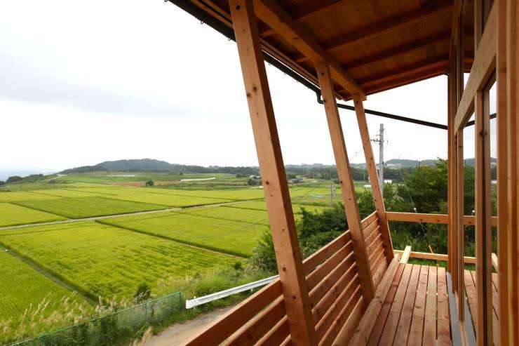 Moderner Balkon, Veranda & Terrasse von 北村建築設計事務所 Modern