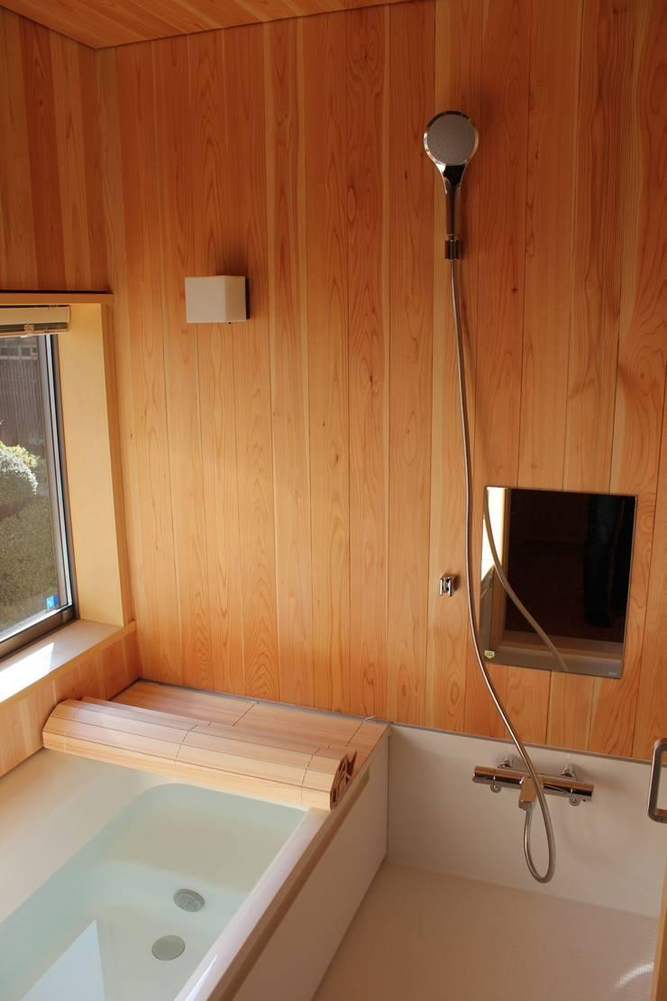Salle de bains de style  par 北村建築設計事務所, Moderne