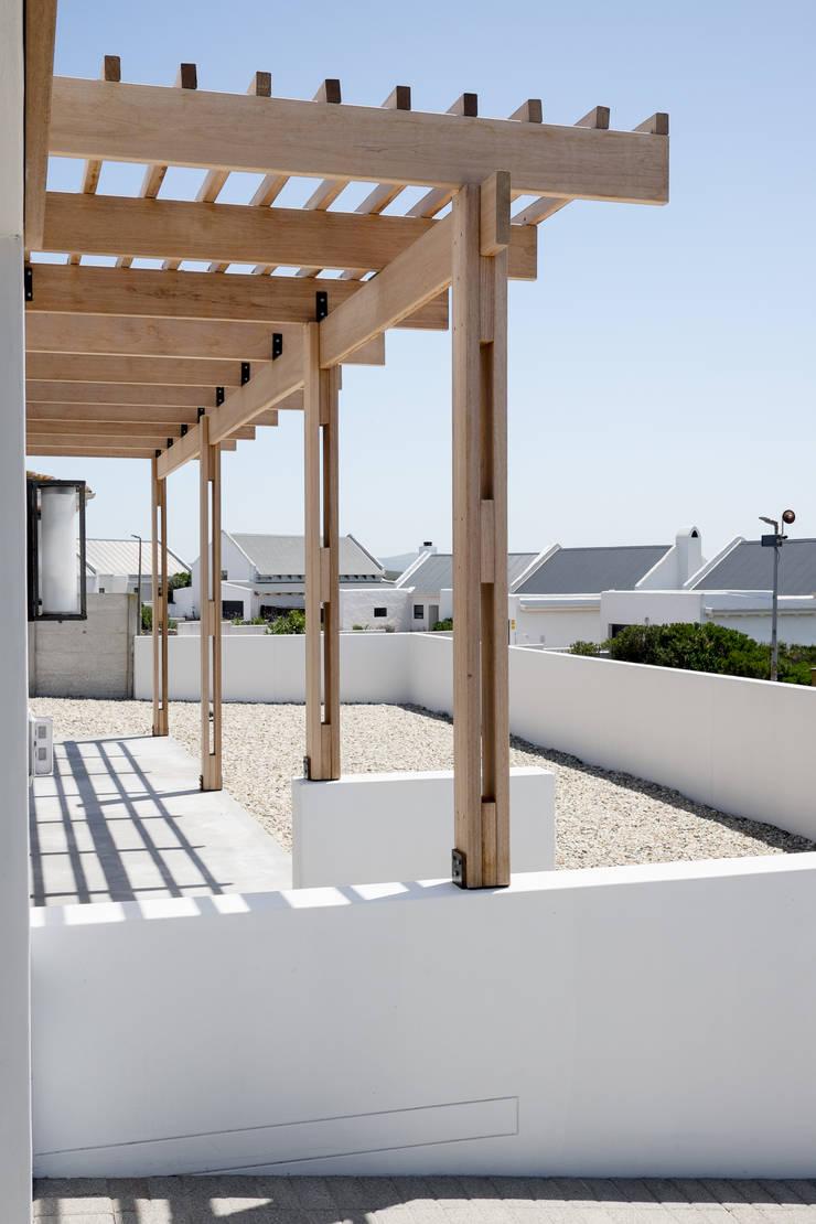 Project: Volstruis Ave, Yzerfontein:  Patios by de Beyer Design Studio