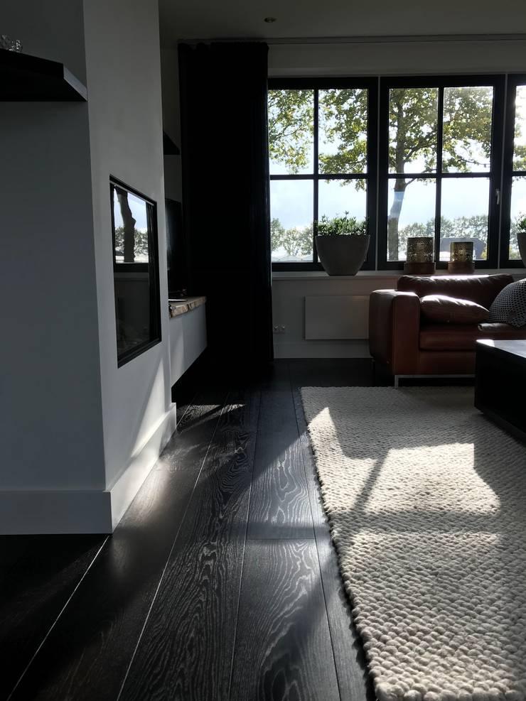 Salas / recibidores de estilo  por ARDEE Parket Interieur Design, Moderno Madera Acabado en madera