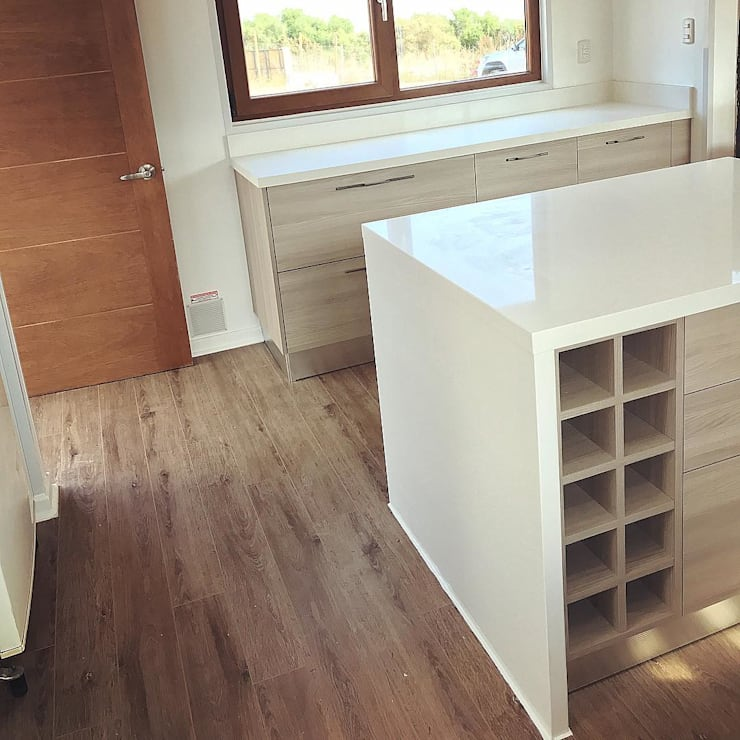 Mueble isla cocina. Vivienda Lt37 Premium 125m2 Fundo Loreto.: Muebles de cocinas de estilo  por Territorio Arquitectura y Construccion - La Serena