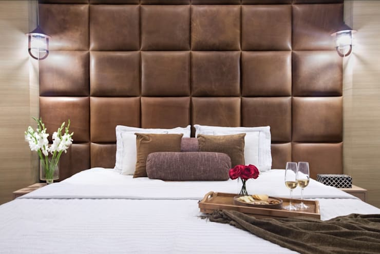 Master Bedroom: modern  by Ruhani Dawar Designs,Modern Fake Leather Metallic/Silver