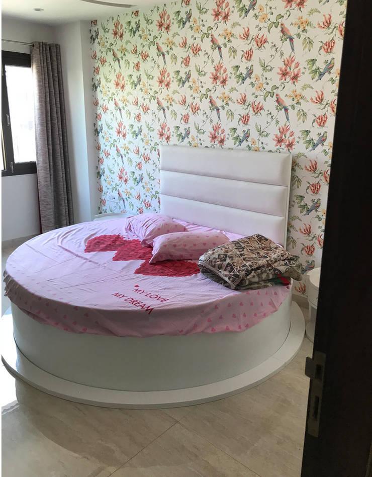 Daughter's Bedroom: classic  by Ruhani Dawar Designs,Classic Wool Orange
