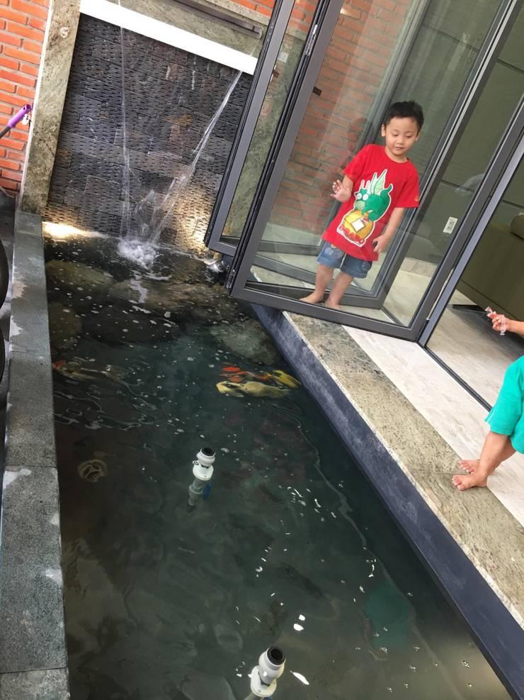 Thiên nhiên giúp tạo môi trường sống lý tưởng đối với các gia đình có trẻ nhỏ.:  Cửa kinh by Công ty TNHH Thiết Kế Xây Dựng Song Phát
