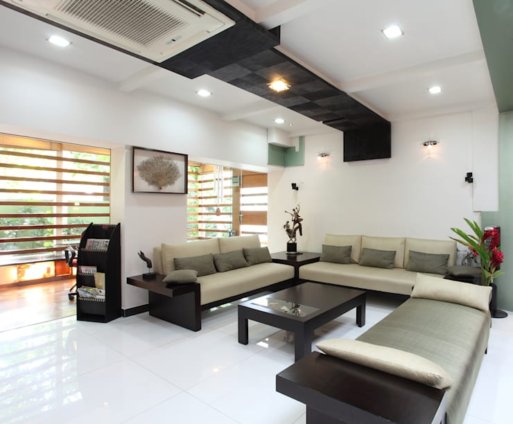 Doshi Residence:  Living room by Architecture Continuous
