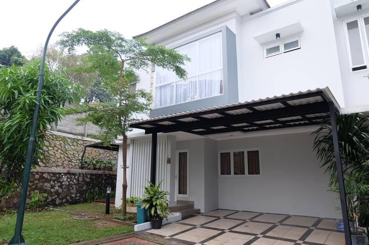 Rumah Asri:  Balconies, verandas & terraces  by FIANO INTERIOR