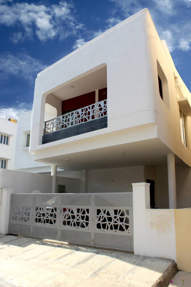 Casas modernas de Architecture Continuous Moderno