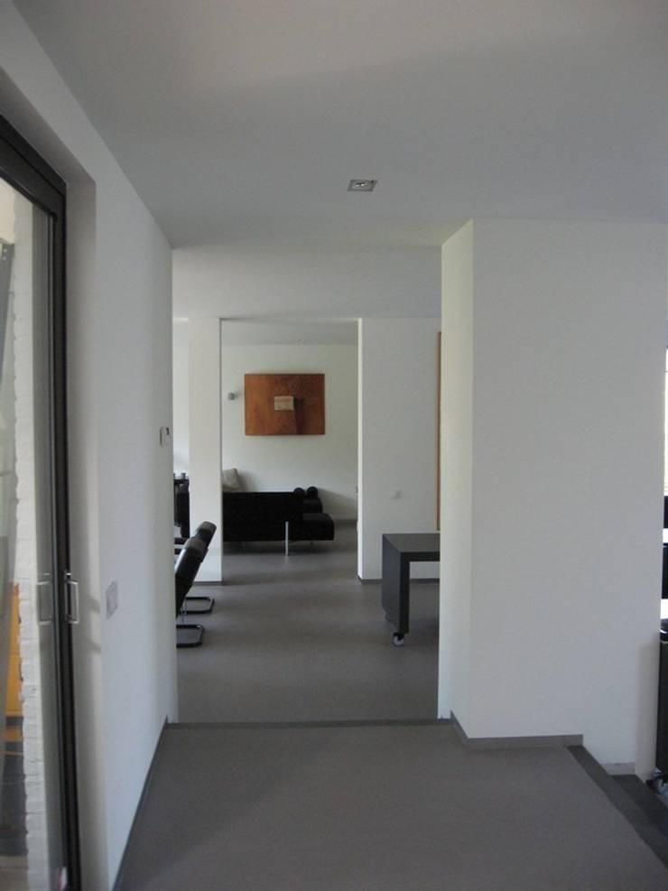 Uitbreiding en renovatie bungalow, Eijsden:  Bungalow door Verheij Architecten