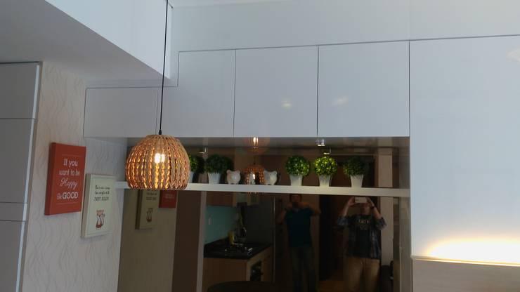 Apart Sky Garden Setiabud:  Dinding by Dekapolis Design
