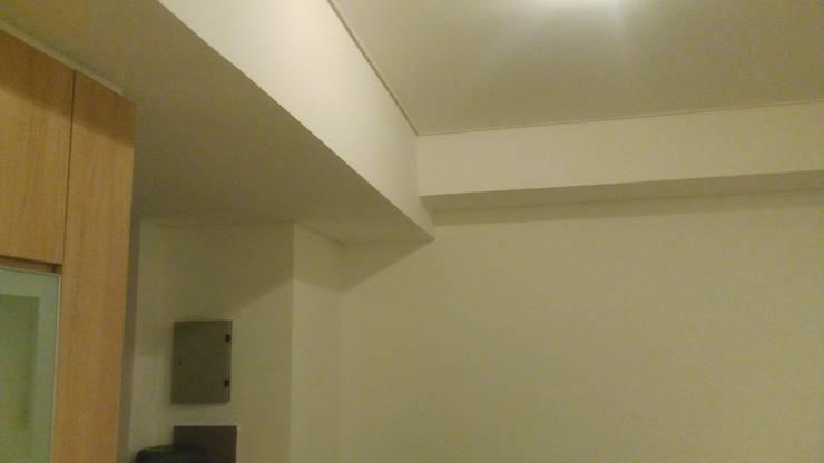 Apart Sky Garden Setiabud:  Koridor dan lorong by Dekapolis Design