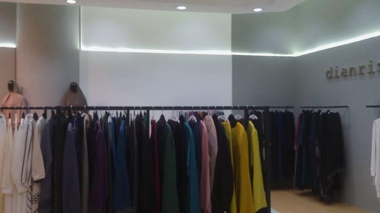 Butik Dianristy Kuningan City:  Kantor & toko by Dekapolis Design