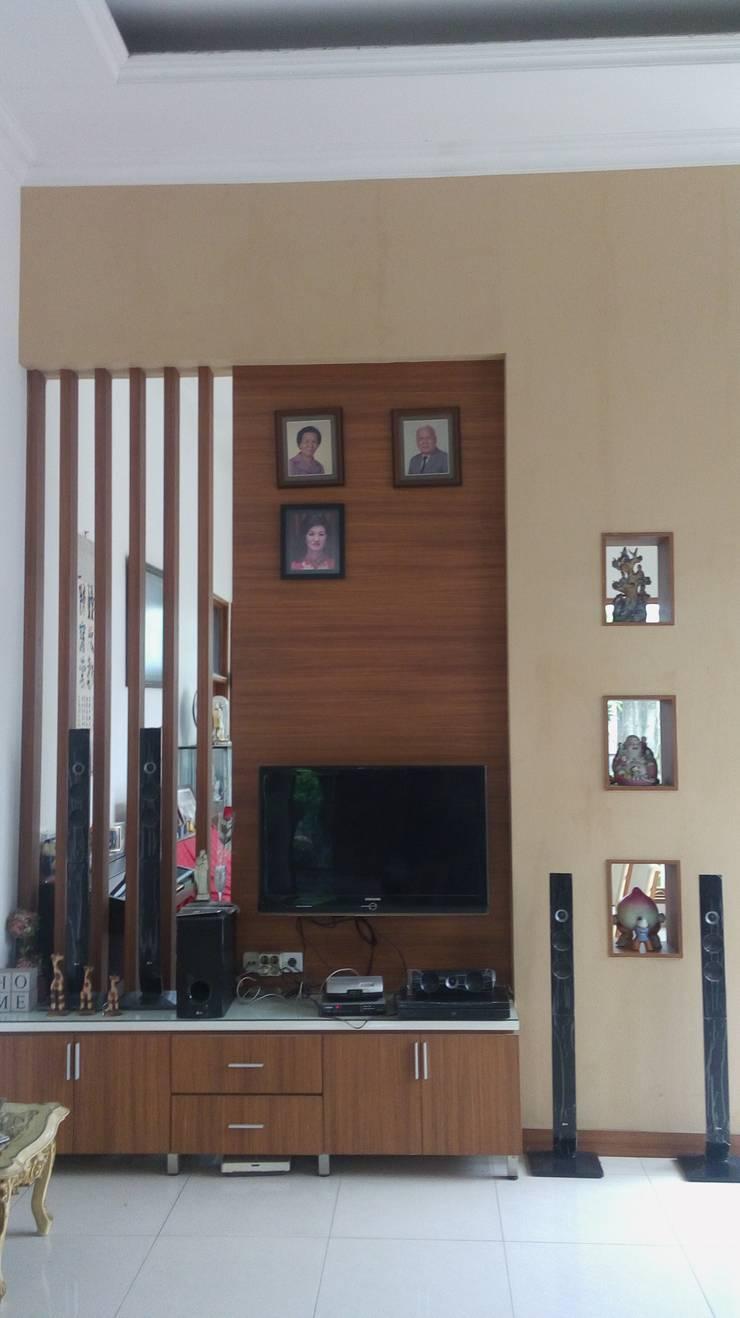 Living room by Dekapolis Design