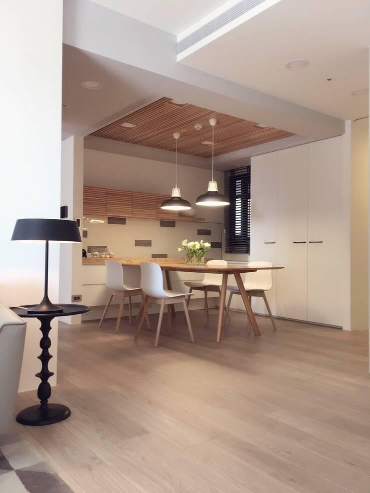 Salle à manger de style  par Fertility Design 豐聚空間設計, Moderne