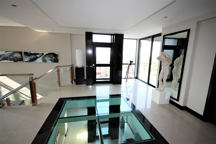 Foyer after entering glass doors:  Corridor & hallway by Nuclei Lifestyle Design