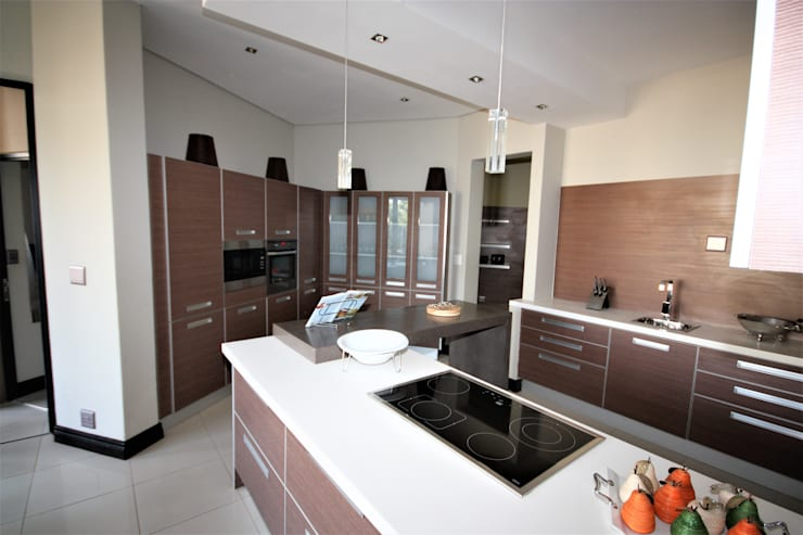 kitchens' built in cupboards:  Kitchen by Nuclei Lifestyle Design