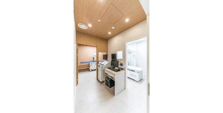 웰비뇨기과의원 대전: 제이에이치와이 건축사사무소의  방