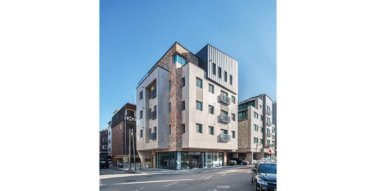 삼전동 스튜디오하우스: 제이에이치와이 건축사사무소의  다가구 주택