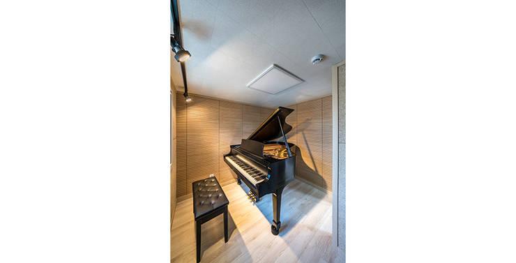 삼전동 스튜디오하우스: 제이에이치와이 건축사사무소의  방