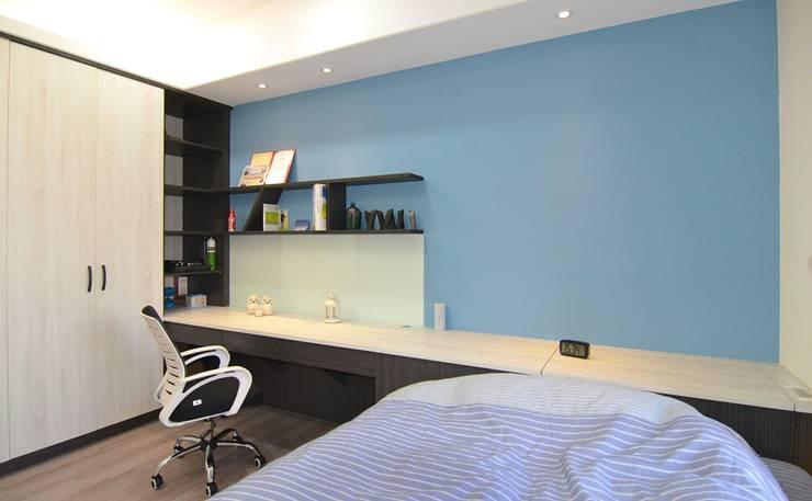 次臥室(兒子房-1):  臥室 by 奇恩室內裝修設計工程有限公司