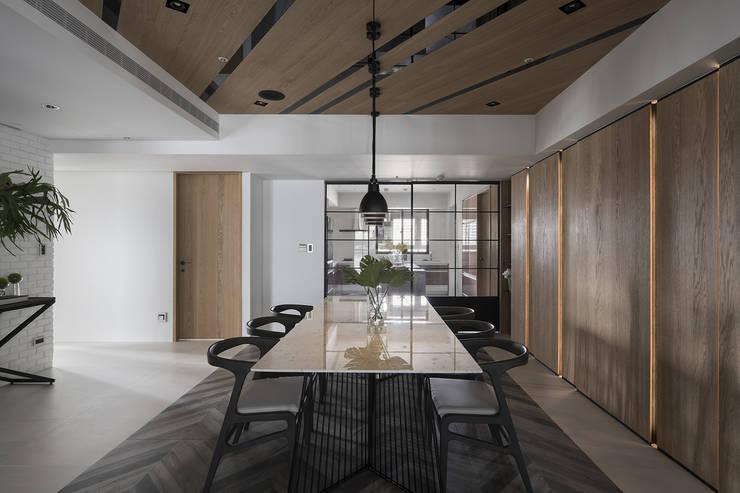 微光:  餐廳 by Fertility Design 豐聚空間設計