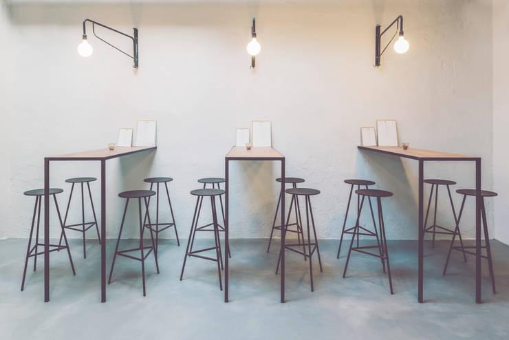 Wer-Haus: Comedor de estilo  de LaBoqueria Taller d'Arquitectura i Disseny Industrial