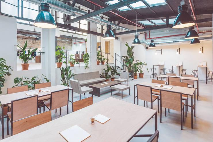 Projekty,  Jadalnia zaprojektowane przez LaBoqueria Taller d'Arquitectura i Disseny Industrial