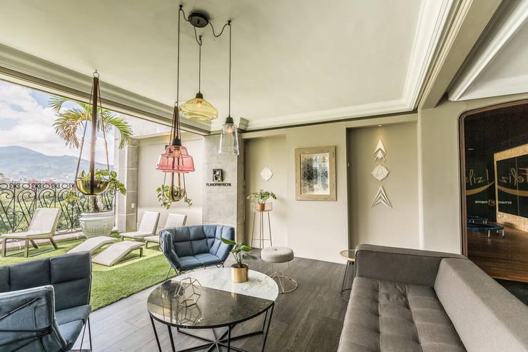 SALA PENTHOUSE : Salas de estilo  por Aluzina
