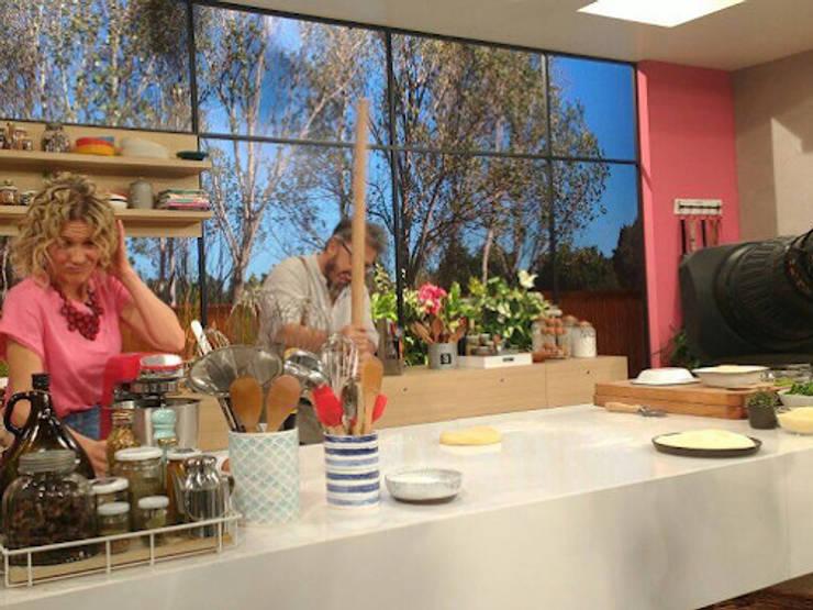Prueba a la Resistencia en el programa Cocinando para Vos de America TV (2017): Cocinas de estilo  por Technistone Argentina,