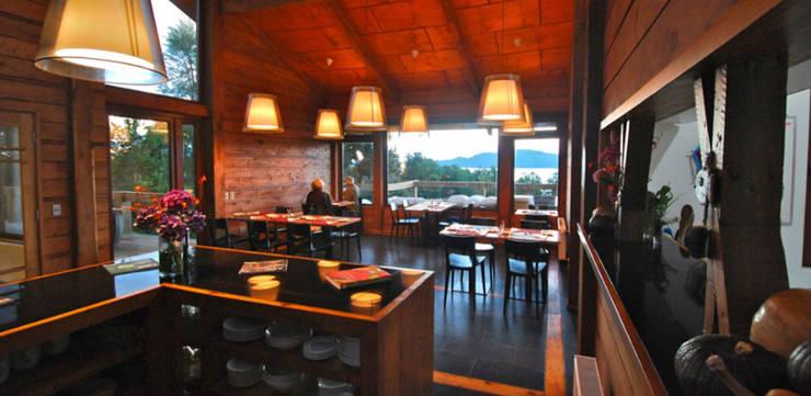 Cafe / Bar: Hoteles de estilo  por Aedo Arquitectos & Design