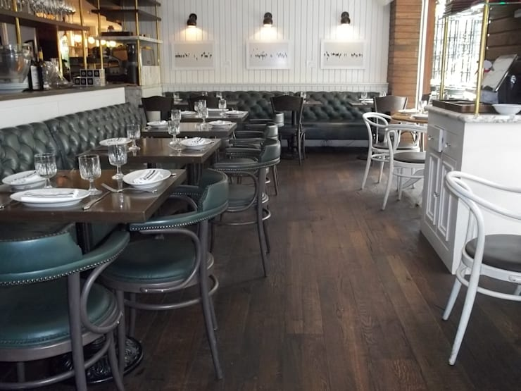 Restaurante Black bear : Locales gastronómicos de estilo  por Pisos Millenium , Rústico Madera Acabado en madera