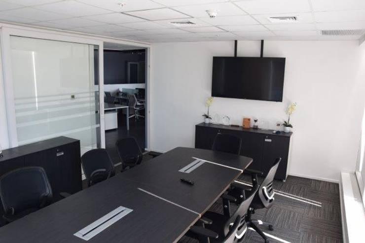 OFICINAS SIXMANAGER: Oficinas y Comercios de estilo  por ATELIER3