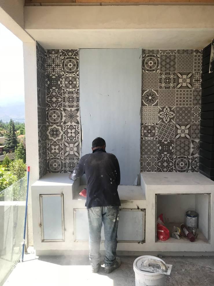 PAISAJISMO CASA LO BARNECHEA: Terrazas  de estilo  por ATELIER3
