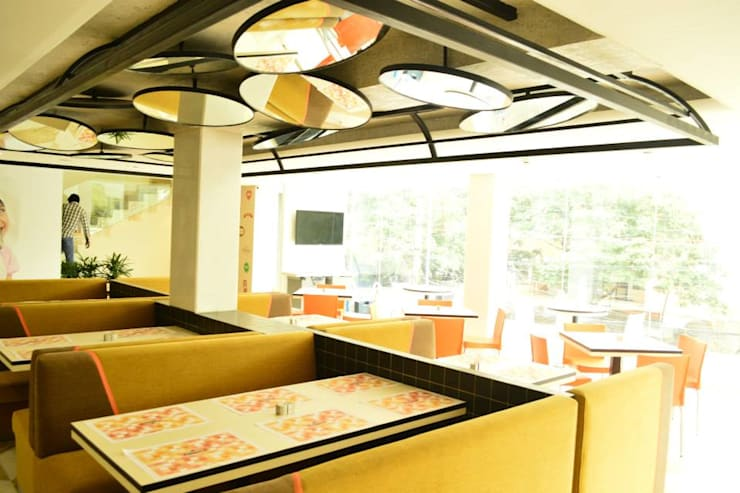 Innovative ceiling design with mirror in restaurant dining area :  Gastronomy by Rhythm  And Emphasis Design Studio ,Modern