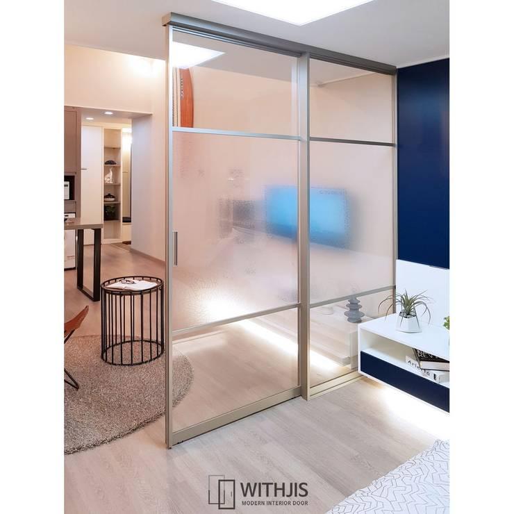 모델하우스 슬라이딩 도어: WITHJIS(위드지스)의  문,모던