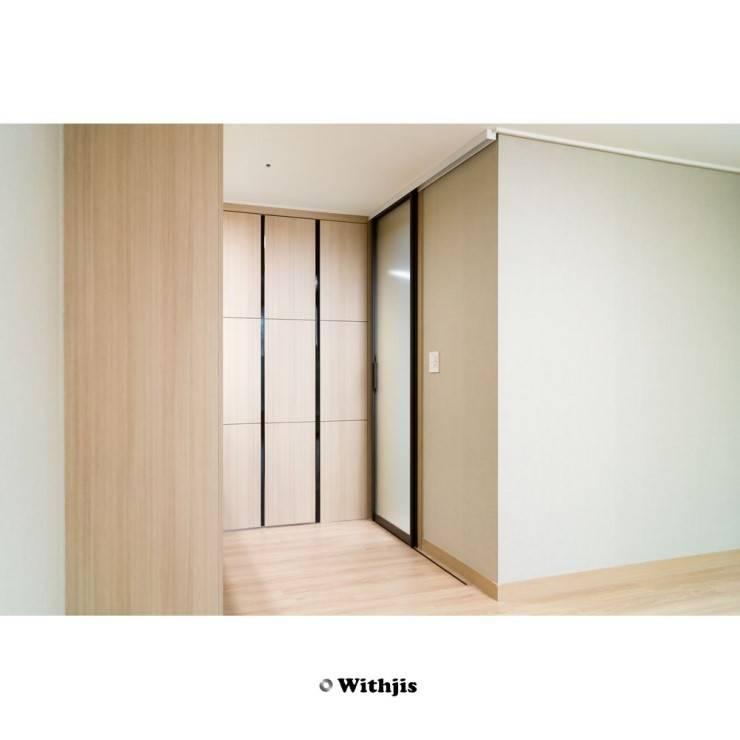 욕실도어: WITHJIS(위드지스)의  문,