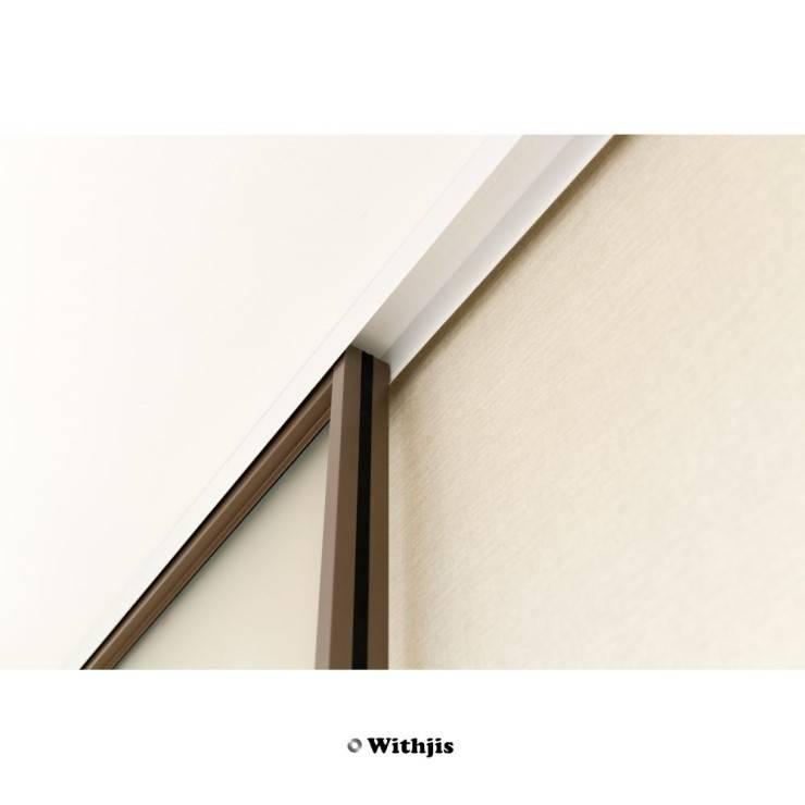 시범 호반베르디움 욕실도어 - 위드지스 슬라이딩 도어 시공   : WITHJIS(위드지스)의  문,