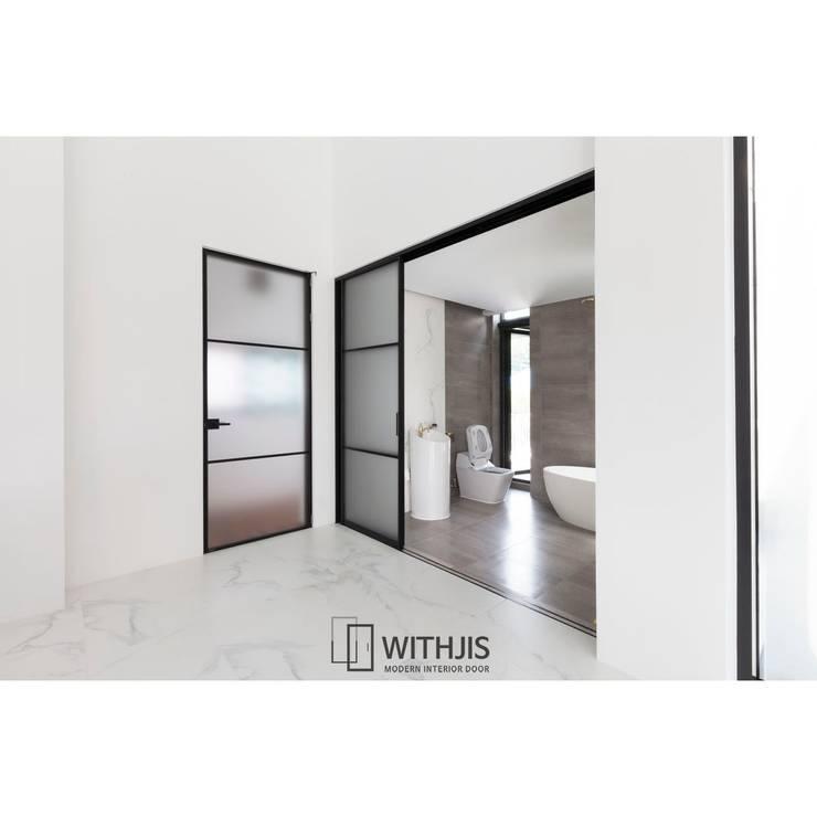 프리미엄슬라이딩도어: WITHJIS(위드지스)의  문,모던