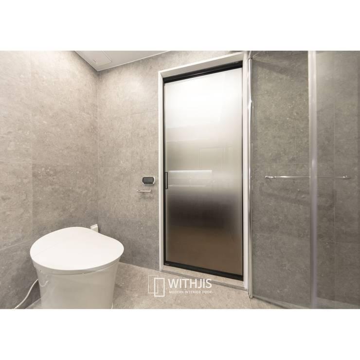 욕실슬라이딩도어: WITHJIS(위드지스)의  문,